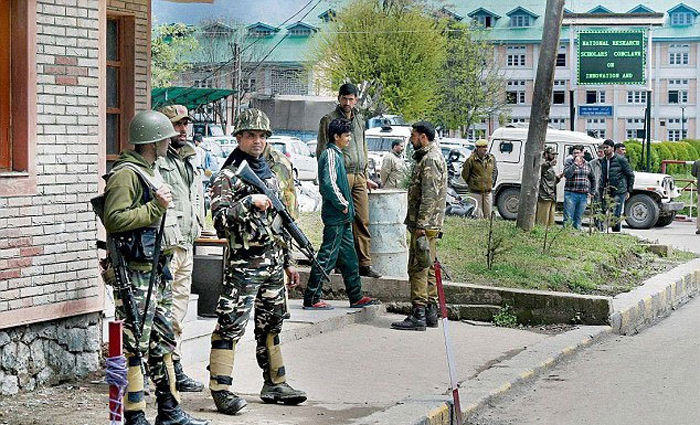 This Is How Serious The Situation At NIT Srinagar Is, There Is One Soldier For Every Two Students In The Campus