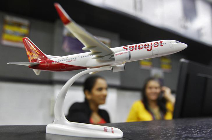 SpiceJet Fires Pilot For Asking Air Hostess To Join Him In The Cockpit!