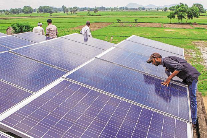 India Commissioned 3018 MW Solar Power In 2015-16, One And A Half Times More Than The Set Target