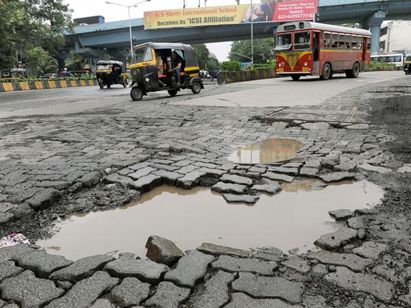 Potholes_Indian_Roads