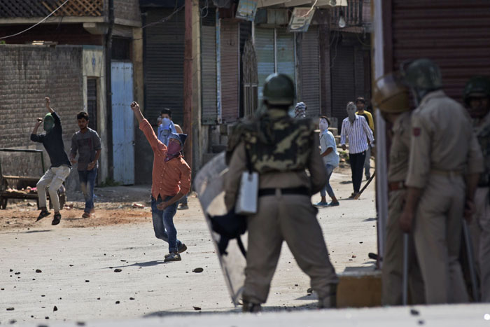 After 8 Years Of Attacking J&K Police With Stones, #Azadi Protestor Now Wants A Police Job
