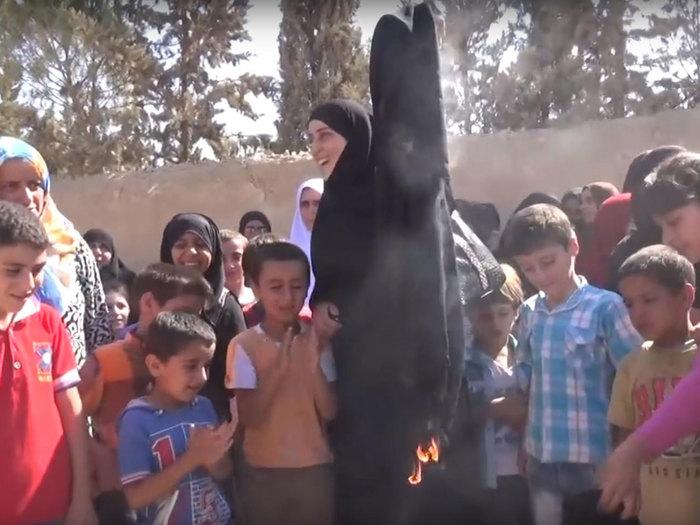burning burqa ISIS