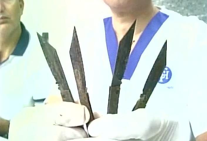 Amritsar Man Eats 40 Knives