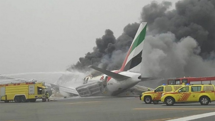 Emirates plane crash-lands