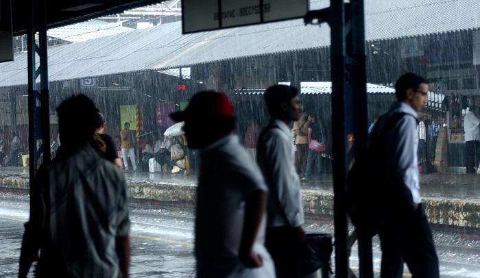 Heavy Rain Brings Mumbai To A Standstill; Flights, Trains Suspended
