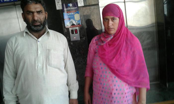Parents of Insha Malik at AIIMS
