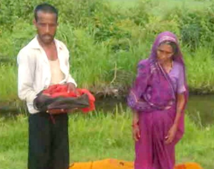 Man forced out of bus after ailing wife dies