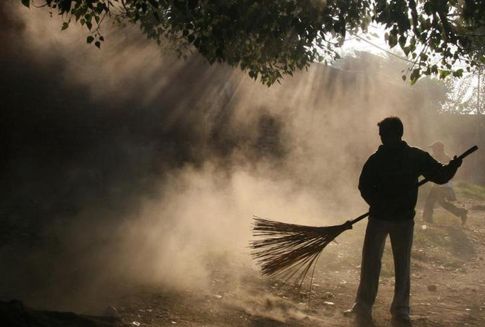 MBAs And Engineers Are Among Lakhs Applying For 119 Sweeper Jobs In Uttar Pradesh