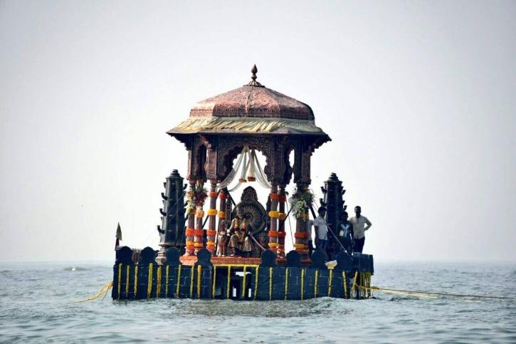 Idian Coast Guard hovercraft to perform a symbolic