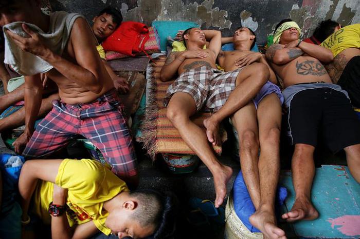 Inmates sleep inside Quezon City Jail in Manila
