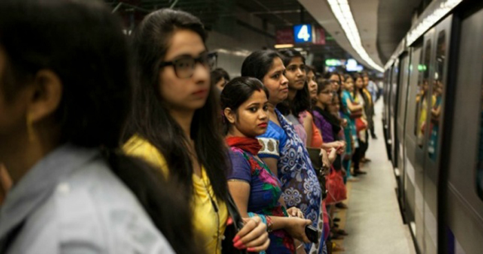 Pickpockets Caught By Delhi Metro Are Women