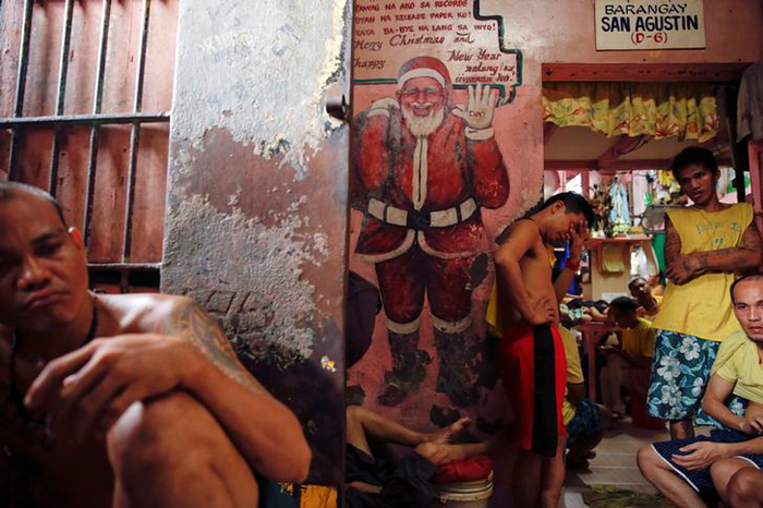 Inmates pass the time at Quezon City Jail in Manila, Philippines