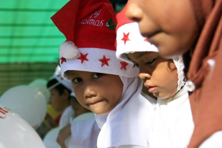 Santa hats MUslim indonesia