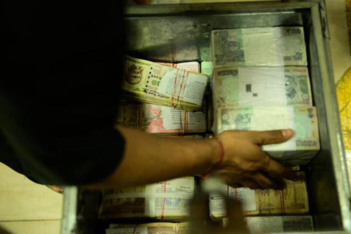 Rs 10 crore old notes