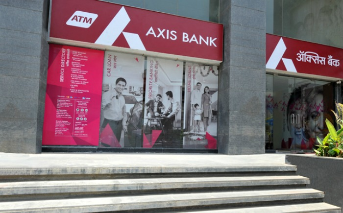 Axis Bank branch in Noida