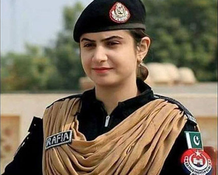 First Woman To Join Pakistan Bomb Disposal Unit