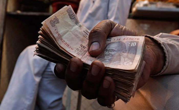Youths Buy Car In Rs 10 Notes After Robbing Bank