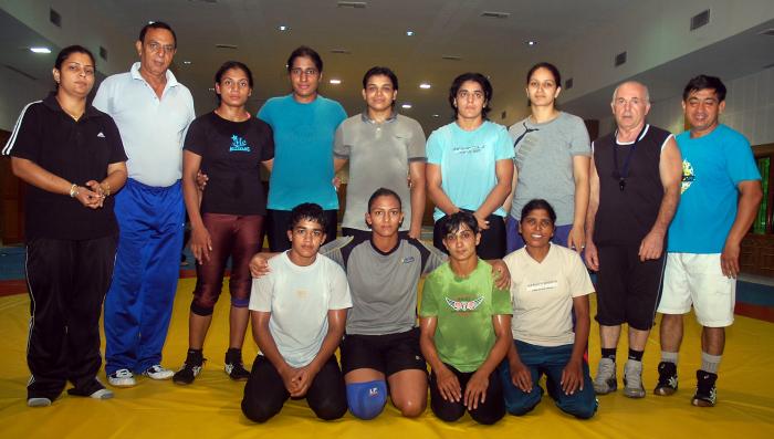 Sondhi with wrestling team