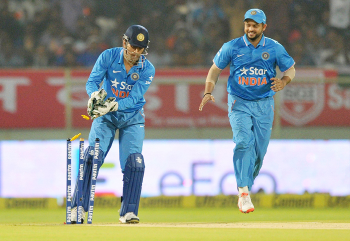 Dhoni effects a stumping
