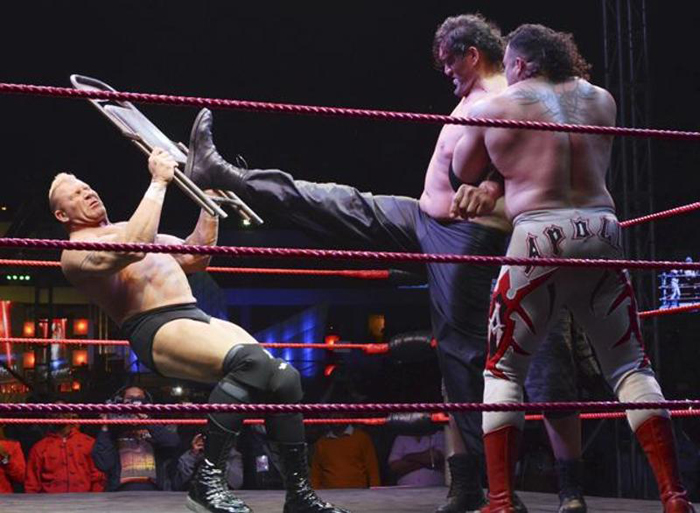 Khali kicking his opponent