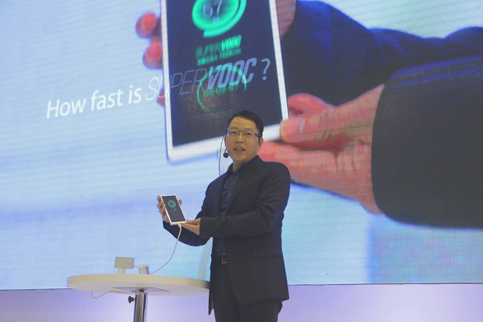 Oppo's New Tech Will Fully Charge A Battery In 15 Minutes