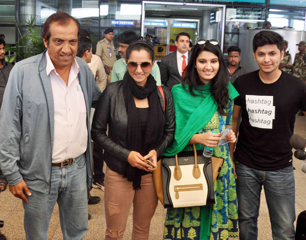 Sania Mirza with her family at the Hyderabad airport
