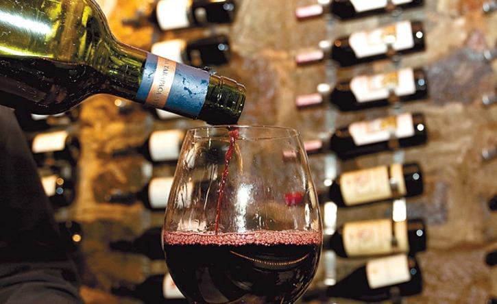 Goa Is Plaining To Ban Liquor Consumption In Public Place