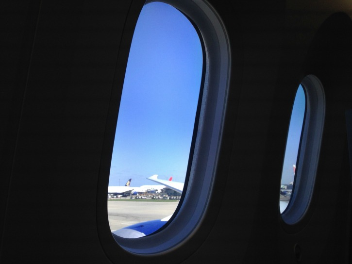 Aeroplane Windows Are Rounded Or Curved, Here is Why You Will Never See A Square Aeroplane Window