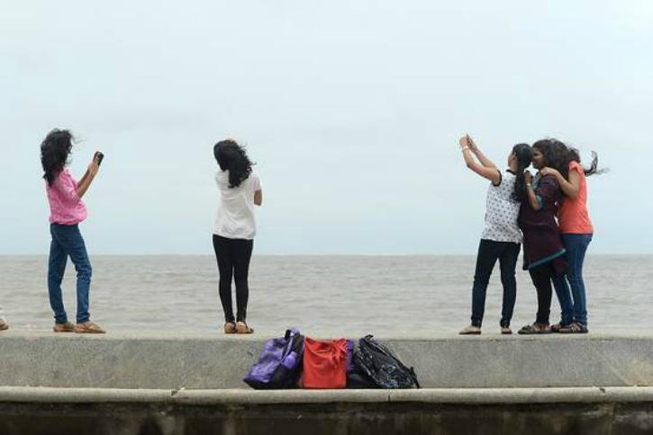 15 Sites In Mumbai Declared No Selfie Zone