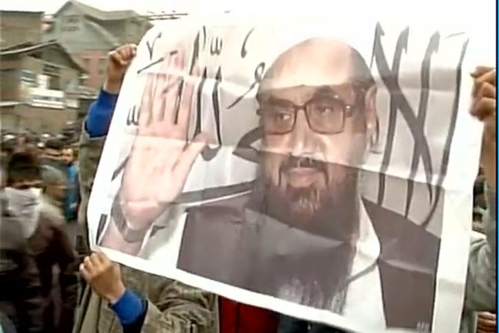 Separatists Raises ISIS, Pakistan Flags in Kashmir