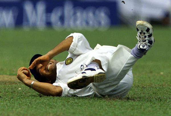 Sachin tumbles while fielding on ground