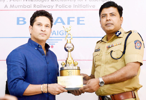 Sachin awards a railway police officer