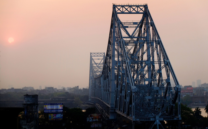Minutes Before She Jumped, Cop Talks Woman Out Of Suicide From Howrah Bridge