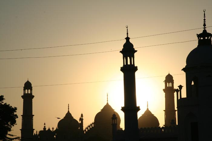 While Haji Ali Still Bans Women, Famous Lucknow Mosque Invites 500 Women To Eid Namaz
