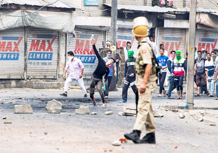 A Young Kashmiri Responds To Army Veteran's Viral Open Letter To Burhan Wani, Asks Some Uncomfortable Questions