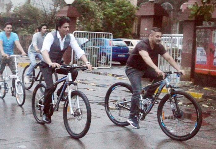 Shahrukh Khan Salman Khan cycling