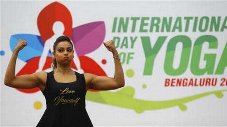 bipasha basu-yoga day