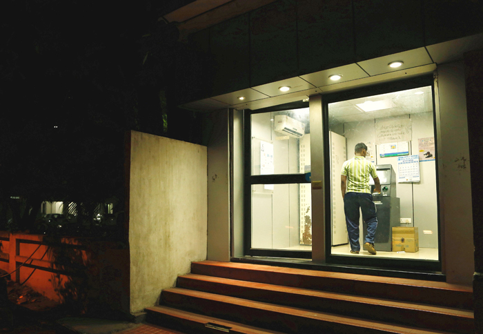 Chennai Man Beats Up ATM After It Refuses To Give Him Cash!