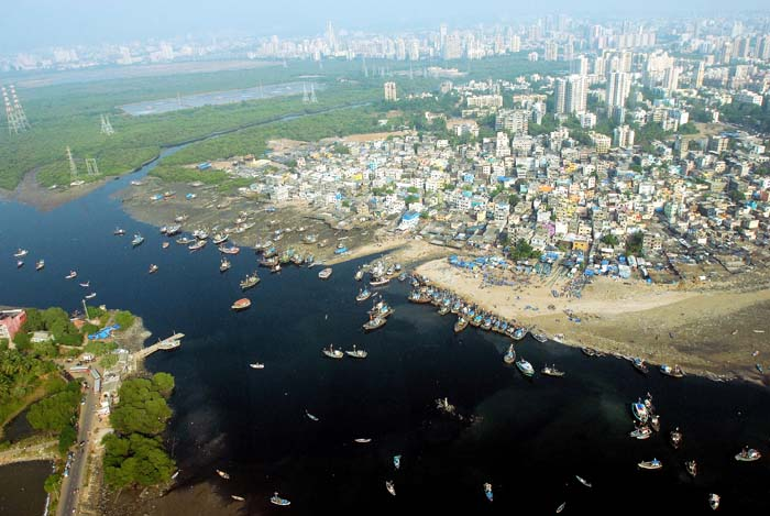 The World  Biggest Beach Clean-up In History Is Happening In Mumbai Next Month
