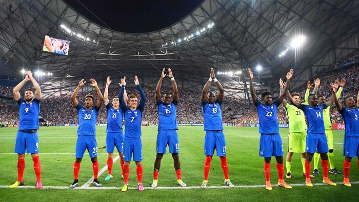 France football team celebrates