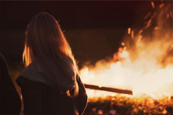 Girl set fire