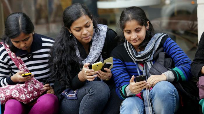 UP khap bans mobiles for U-18 girls