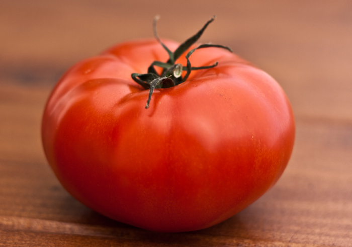 Woman Thief Tries To Pass Off Tomato As Gold Jewelery, Gets Busted After Massaging Her Victim