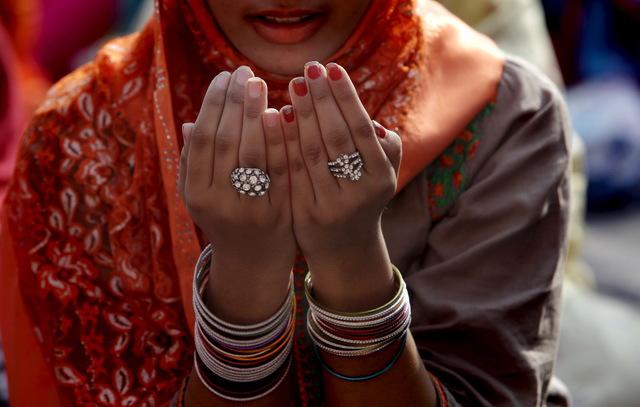 Islam women prayer