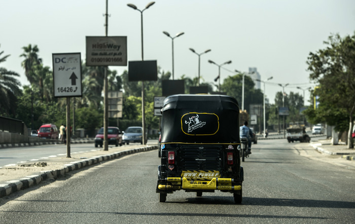 Mumbai Autorickshaw Driver Returns Bag Forgotten By Passenger By Searching Him For Two Hours