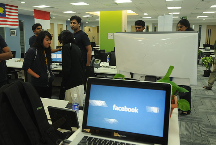 Using Facebook At Work Has Benefits, Says Study