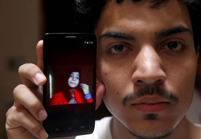 Pak Teenage Girl Burnt By Her Own Mother And Brother For Marrying A Man She Loved