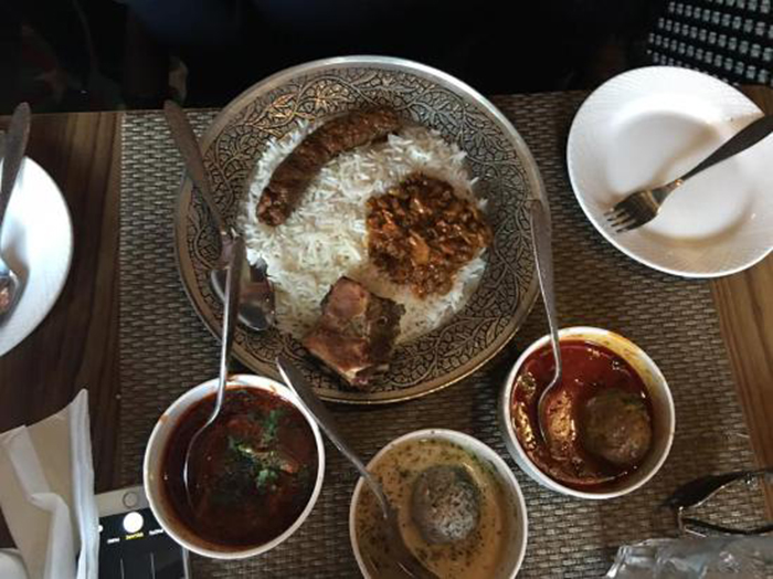 Ahdoos Hotel & Restaurant