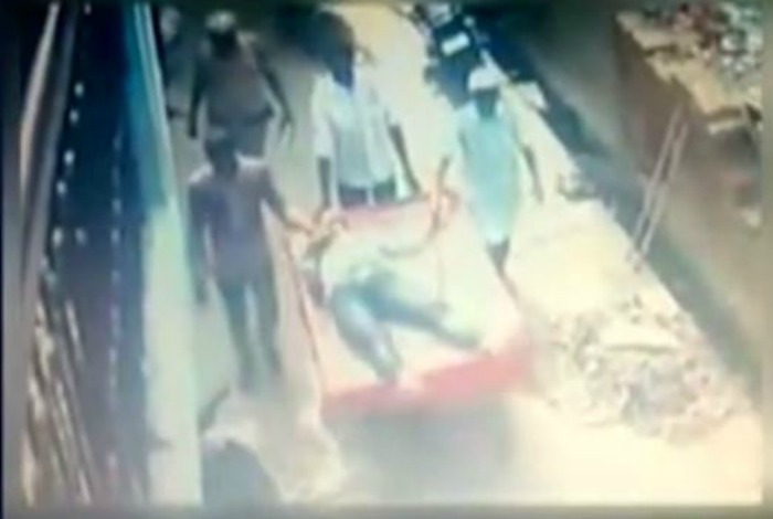 Man Suspected Of Trying To Kidnap A Minor Girl Lynched By A Mob In Delhi