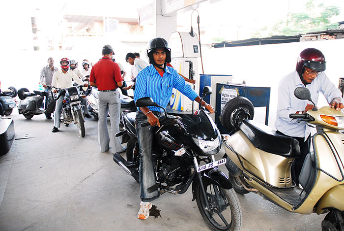 Come July, Two Wheeler Riders Will Not Get Petrol At Pumps In Cuttack If You Are Not Wearing He